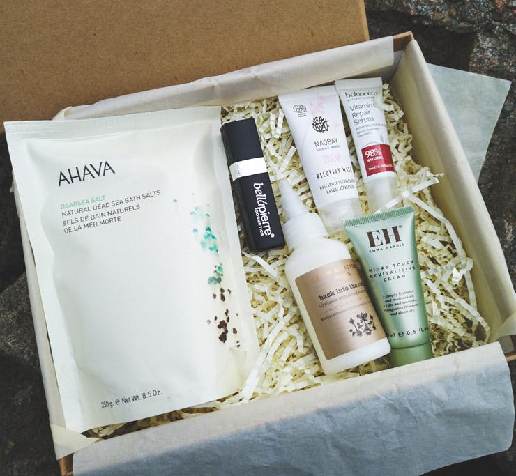 unboxing lookfantastic beauty box - raw beauty
