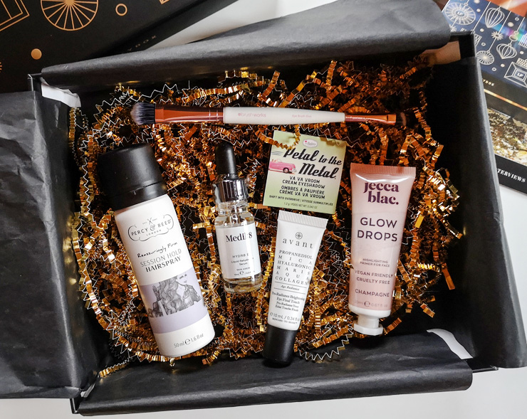 unboxing lookfantastic beauty box december 2020 - christmas edition