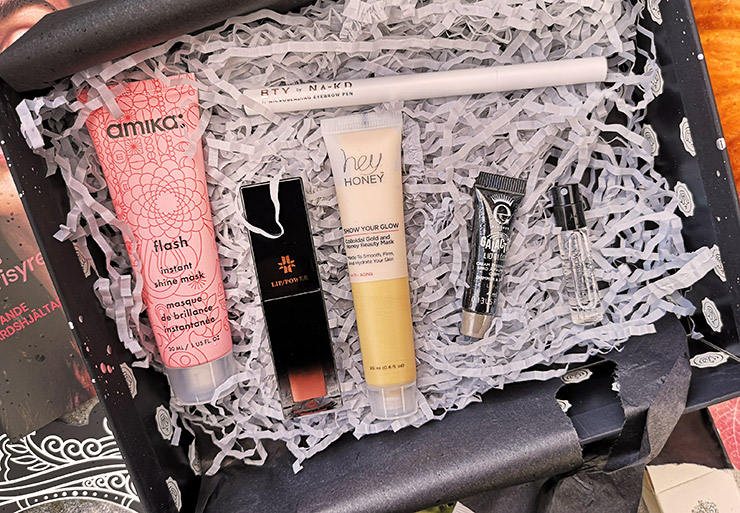 unboxing glossybox oktober 2021 - the magical masquerade